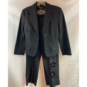 BEBE: 2 Piece Blazer/ Pants Summer Suit Size: 4&6